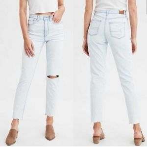 American Eagle High Rise Mom Jeans Size 2